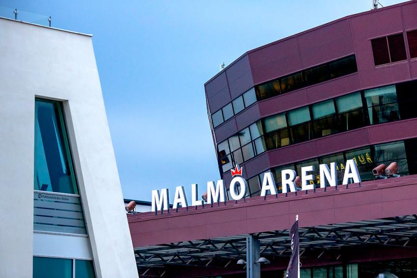 up to ten thousand people can PARTICIPATE IN MALM� ARENA.